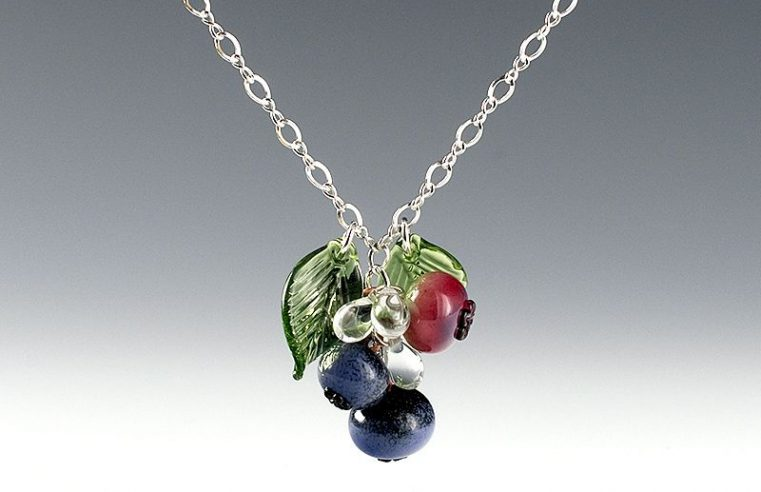 4 Great Ideas for Engravings on Memorial Necklaces